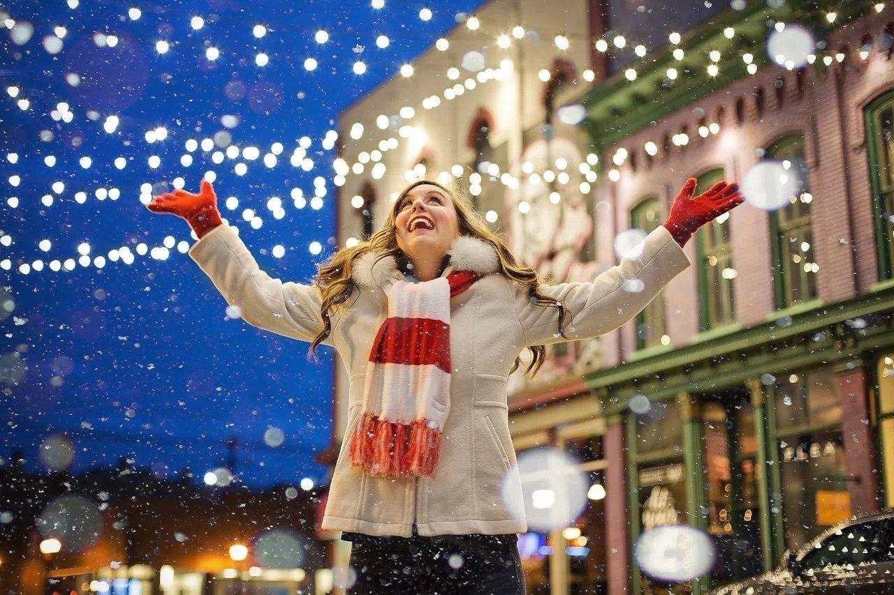 donna che festeggia il Natale